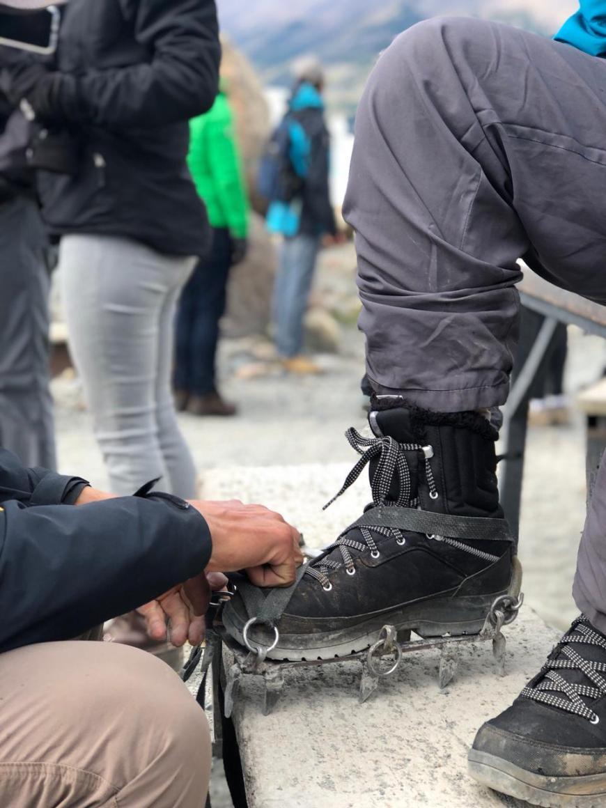 grampões para trekking na geleira