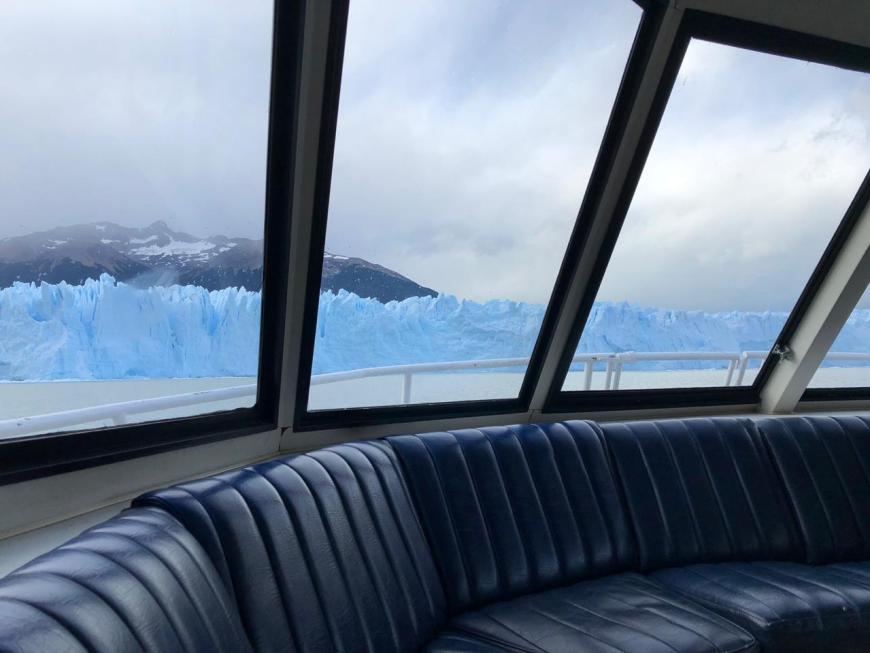 Vista do barco para Perito Moreno
