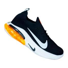 Zapatilla deportiva para varón, color negro con planta gruesa blanca y naranja