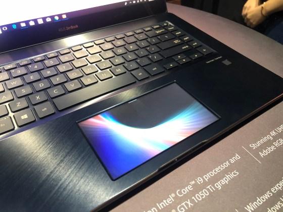 El nuevo ZenBook Pro de ASUS presenta una pantalla táctil de 5.5 pulgadas en lugar de una pantalla táctil