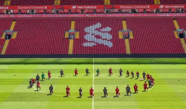 Liverpool Team Knealt
