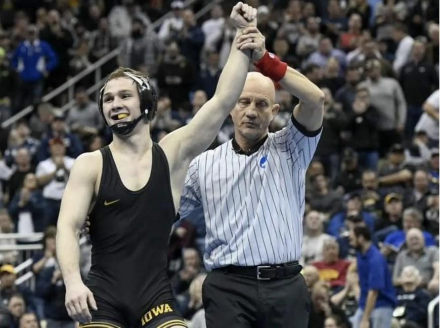 Iowa Hawkeyes dominate Golden Gophers