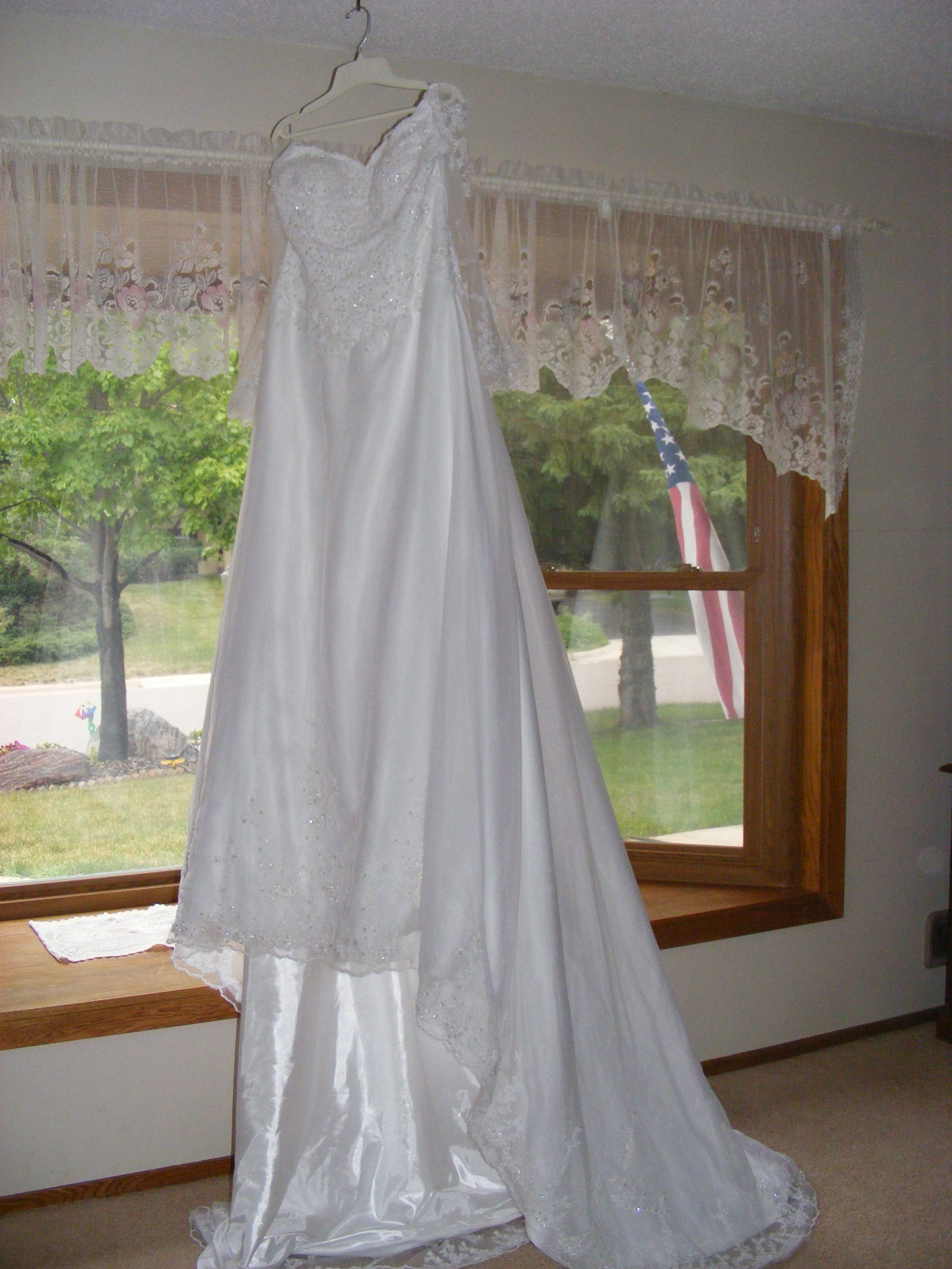 Loanables 2 Wedding Dresses Rental Located In Burnsville Mn