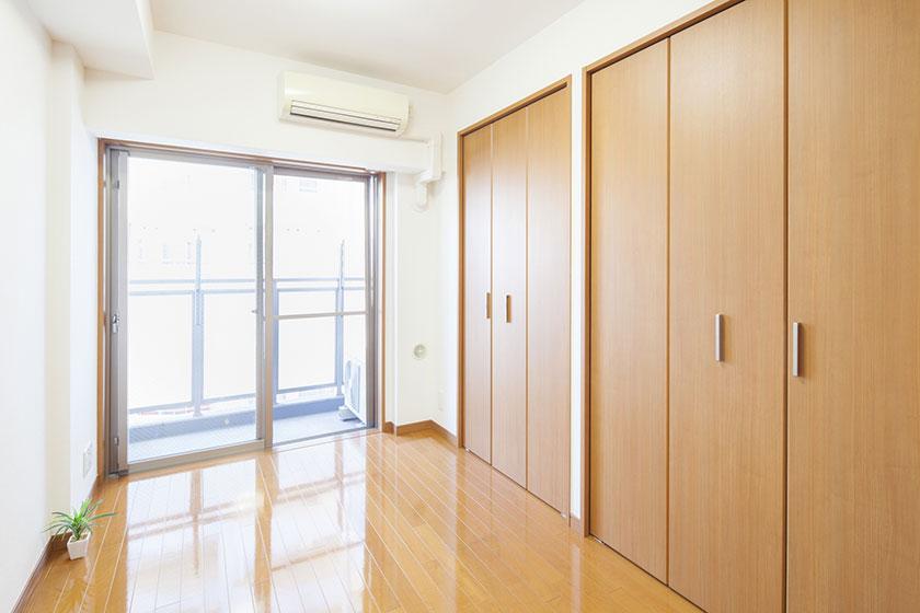 apartment-closet