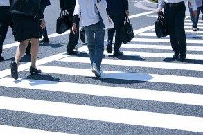 人の多い横断歩道