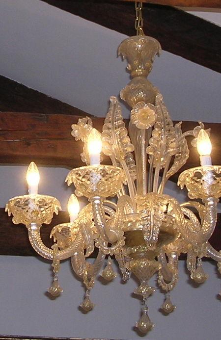 Per capire come pulire un lampadario antico a gocce o cristalli pendenti, è importante sapere come pulire il cristallo. Come Pulire I Lampadari Di Murano Venice Wiki La Guida Collaborativa Di Venezia
