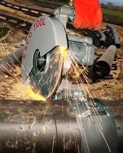 Pipe cutting saw