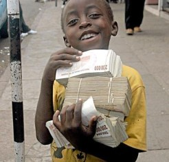 Resultado de imagen de el dinero en papel es basura