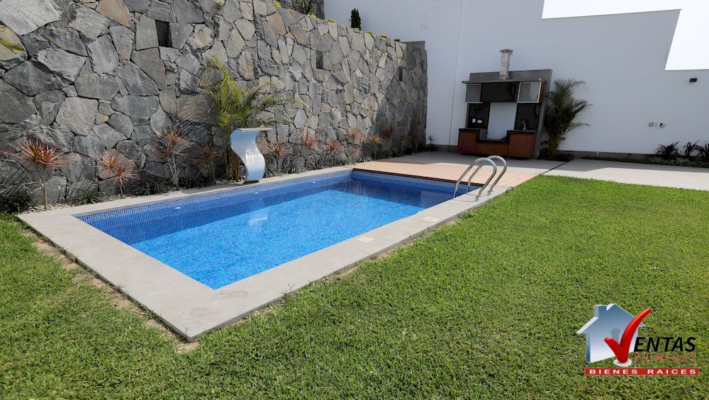 Casa en Estreno con Piscina en acabados de lujo