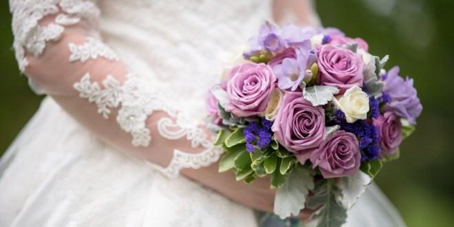 How to Save Money On Wedding Flowers: 5 Methods for the Future Bride and Groom
