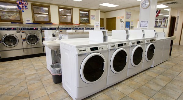 What are the benefits of investing in a Laundromat?