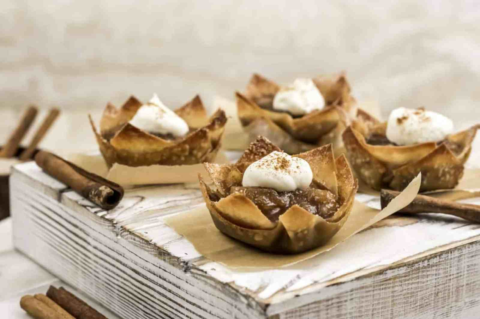Mini Apple Pies in Wonton Cups