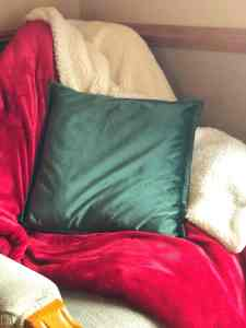 A Truly Warm Gift – Sherpa Blanket & Faux Velvet Pillow Covers