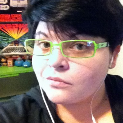 Jasmine Rea green glasses