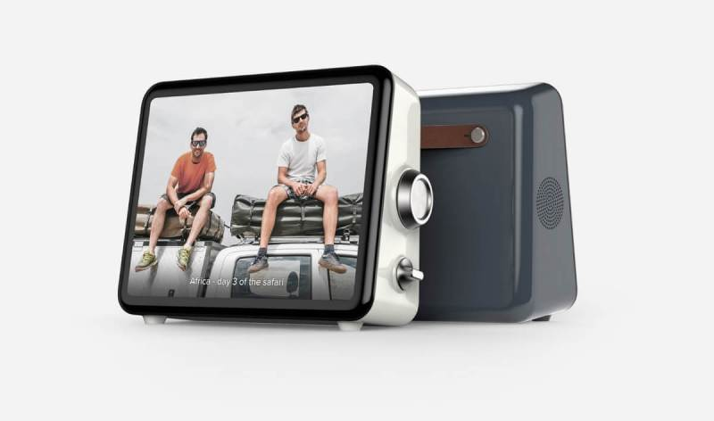 Loop is a dedicated video sharing device. It let's you make video calls.