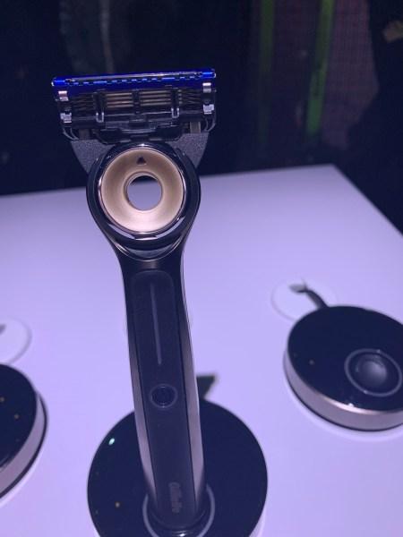 Maquinilla de e 39; afeitar calentada de Gillette