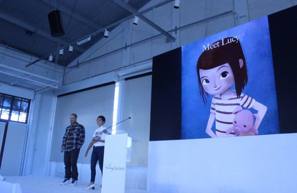 Ο Pete Billington και η Jessica Yaffa Shamash μιλούν για τη Λούσι στη Σύνοδο Κορυφής των Virtual Beings.