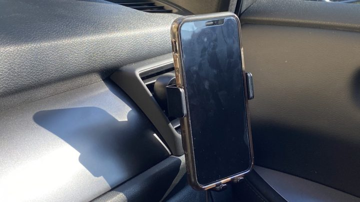 Totalee makes affordable Qi wireless car and desktop chargers for the iPhone.