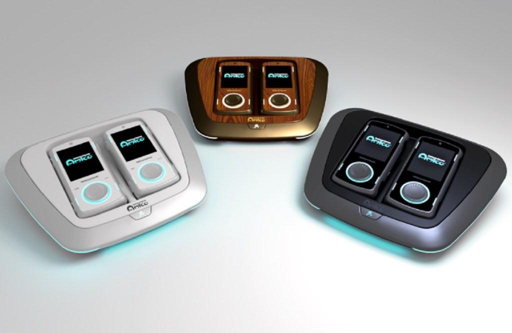 Το Intellivision Amico διατίθεται σε εκδόσεις μαύρου, λευκού ή ξύλου.