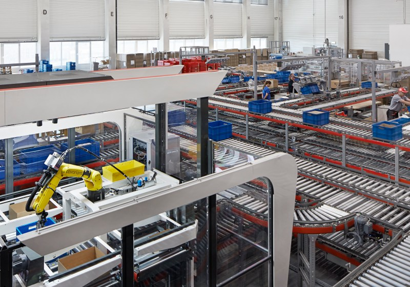 A Covariant robot at a KNAPP-powered warehouse in Obeta, Germany
