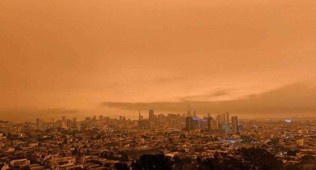 Ο αέρας του Bay Area είναι καπνιστός.
