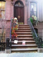 Carrie Bradshaw stoop Sex and the City