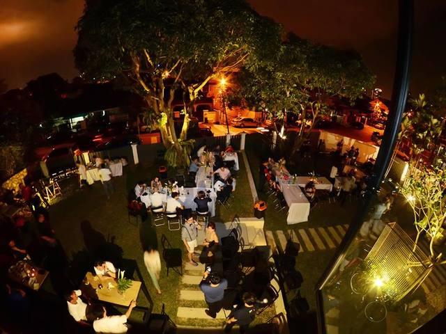 outdoor garden venue for intimate dinner