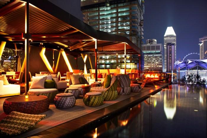 cloud-9-rooftop-infinity-pool-Naumi-Hotel