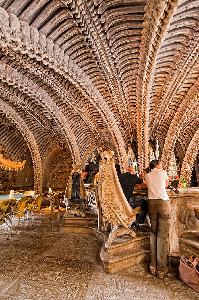 amazing-restaurant-bar-interior-design-5