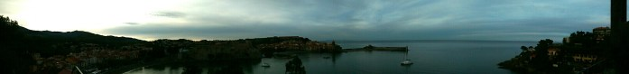 Vue sur la plage de Collioure depuis le moulin