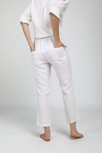 woman´s back dressed with Neu Nomads Linen Cropped Peg Pant White