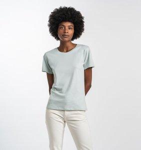 black woman with isto Crew T-Shirt