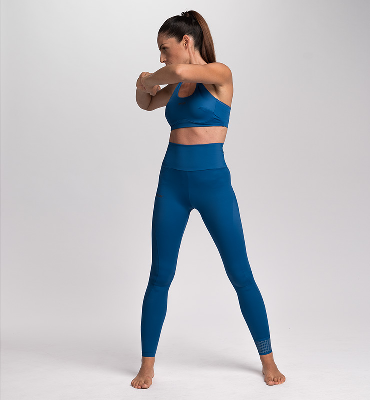 Girl wearing a CASA GIN - ECO-LEGGINGS doing fitness