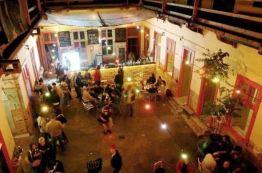 Szimpla kert bar u Budimpešti, noću