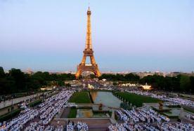 Tajna vecera u Parizu, Ajfelova kula
