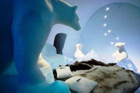 Ukrasni ledeni medvedi u spavacoj sobi