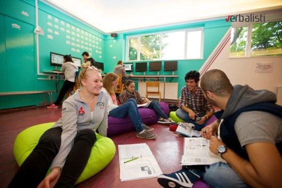 Zajednicke prostorije i dnevni boravak u skoli Kings u Bornmutu