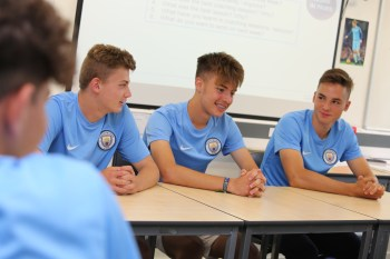 Skola fudbala Manchester City, Seniori 1