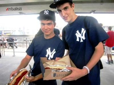 Hot dog na bezbol utakmici se ne propusta