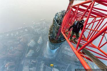 Vitaliy Raskalov scaling the tallest building in China – the Shanghai Tower