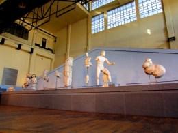 Fregio - architrave pertinente alla decorazione della cella del Tempio di Apollo Sosiano. Marmo di LUni, Centrale Montemartini Roma