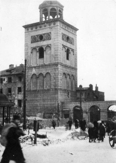 Dzwonnica Kościół_św._Anny_waf-2012-1501-21(1945)