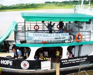 Atención médica y espiritual a bordo del Amazon Hope