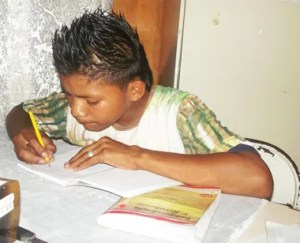 Los niños se preparan académica y espiritualmente
