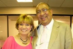 Ricardo Reyes y su esposa la pastora y adoradora Lucy de Reyes / VyV