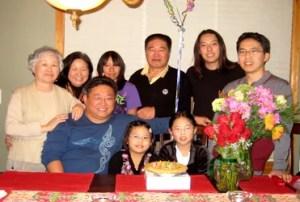Bae junto a su familia, quienes no han cesado de abogar por su libertad