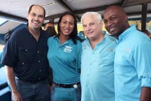 Aquí con el presidente Martinelli, quien apoyó su campaña desde el inicio