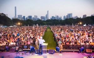 Miles de personas se congregaron el Central Park, Nueva York, EE. UU.