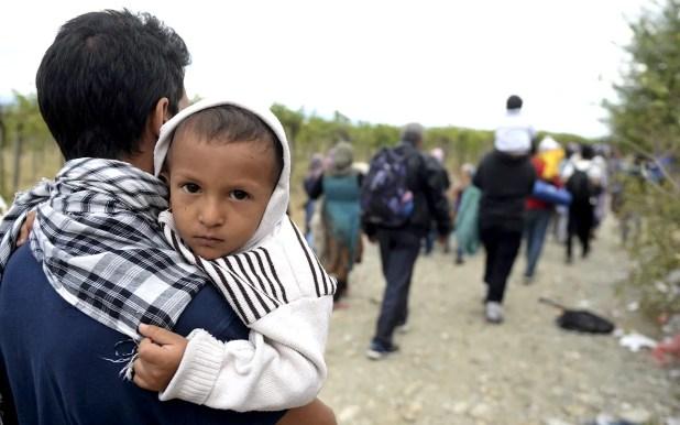 5-Migrantes-logran-cruzar-la-frontera-entre-Grecia-y-Macedonia-a-través-de-la-ciudad-de-Gevgelija-(EFE)-WEB