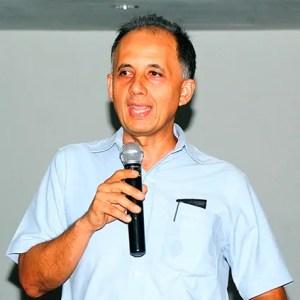El pastor Arnoldo Arana, autor del libro usado en la campaña, durante la capacitación / VyV